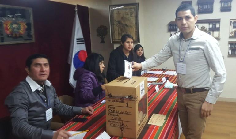 Primer voto del Referendo Constitucional 2016 en Seúl