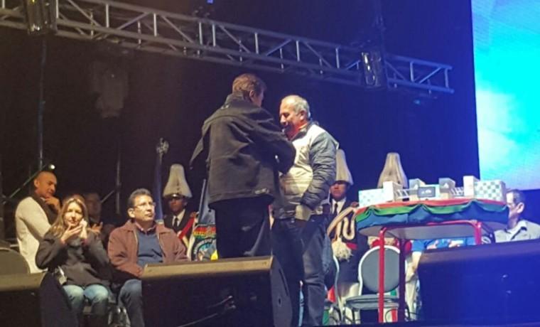 """1. El vocal del TSE, Antonio Costas, recibe el reconocimiento a """"Mejor Política Institucional""""."""