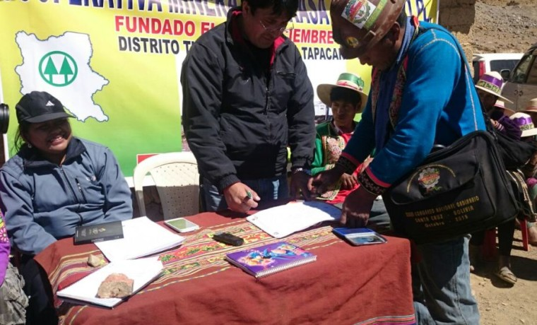 2. Firma de acuerdo por presidente de la cooperativa minera, Juan Toledo.