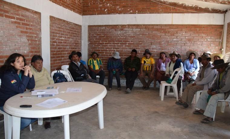 3. Representante de la AJAM, y el vicepresidente del TED Cochabamba presentes en la deliberacion de la consulta previa en la comunidad Pacha Pata.