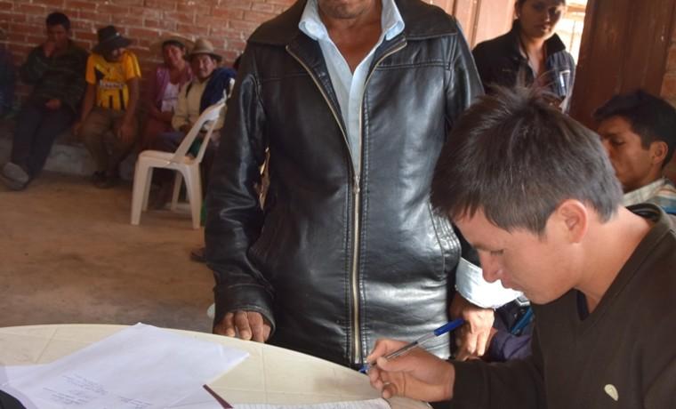 5. Firma de acuerdo por el secretario general de la comunidad Pacha Pata junto al concesionario minero solicitante.