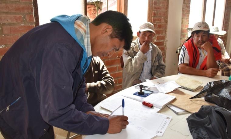 6. Firma del acuerdo por el Directorio de la Comunidada de Pacha Pata.