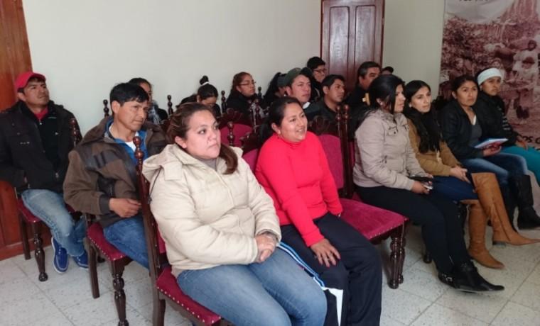 Durante la capacitación con las servidoras y servidores públicos del gobierno municipal de Uriondo.