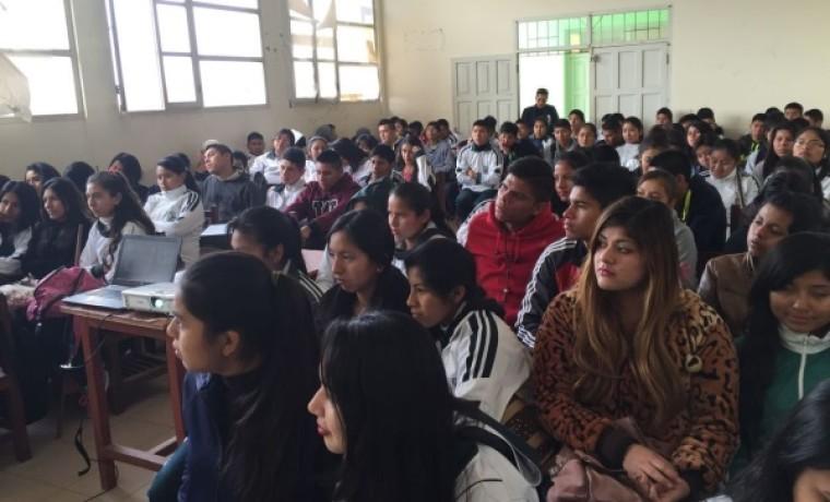 Estudiantes de la unidad educativa Liceo Gran Chaco.