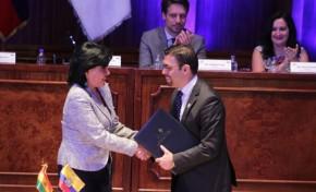 TSE Bolivia firma convenio con el Consejo Nacional Electoral de Ecuador