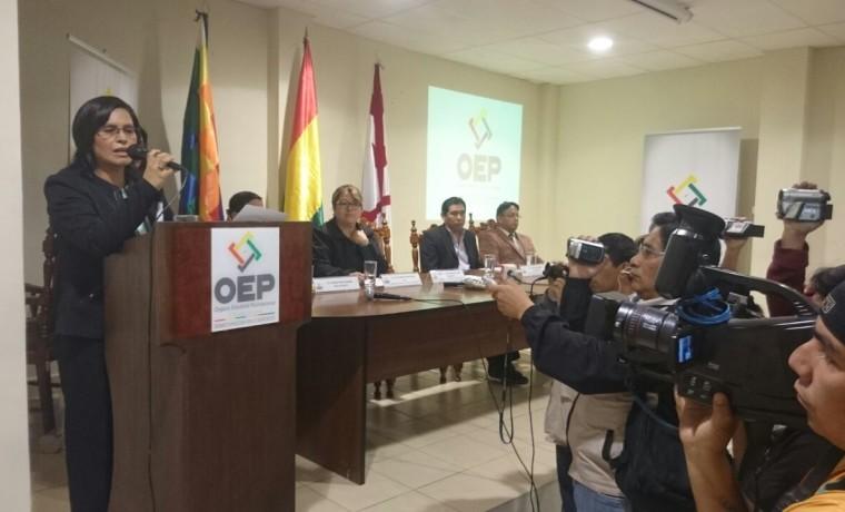 1. Chuquisaca, Sucre. La presidenta del TED Chuquisaca, Olga Martínez, inaugura el registro en el padrón electoral.