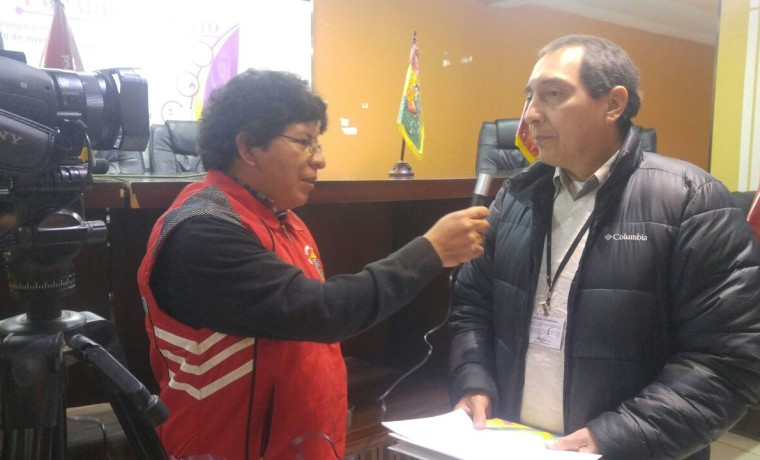 1. La Paz, Viacha. El Director del SERECI La Paz, Juan Carlos Vergara Jaldin, en entrevista con los medios