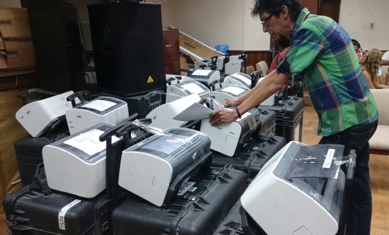 1.  Preparación de los equipos para el empadronamiento (Tarija).