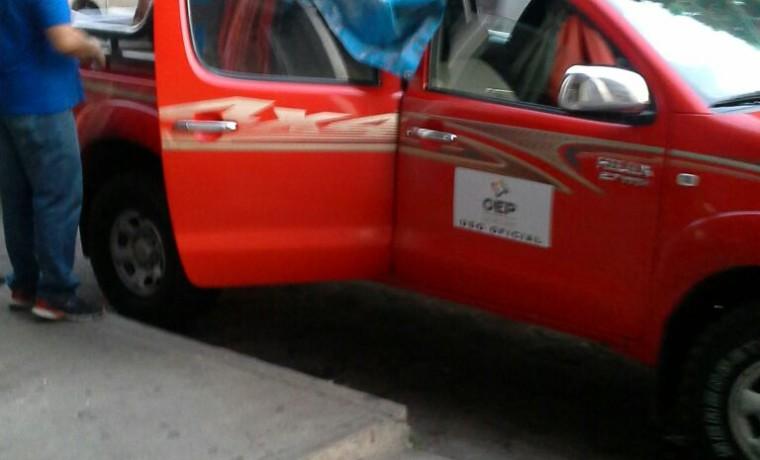 11. Una camioneta con los equipos y materiales necesarios para el empadronamiento (Santa Cruz).