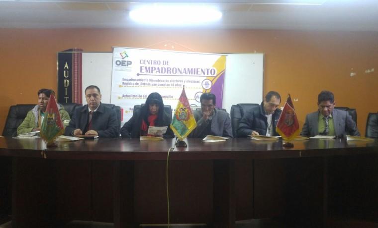 2. La Paz, Viacha. Las autoridades del TED La Paz en la inauguración del registro en el Padrón Electoral.