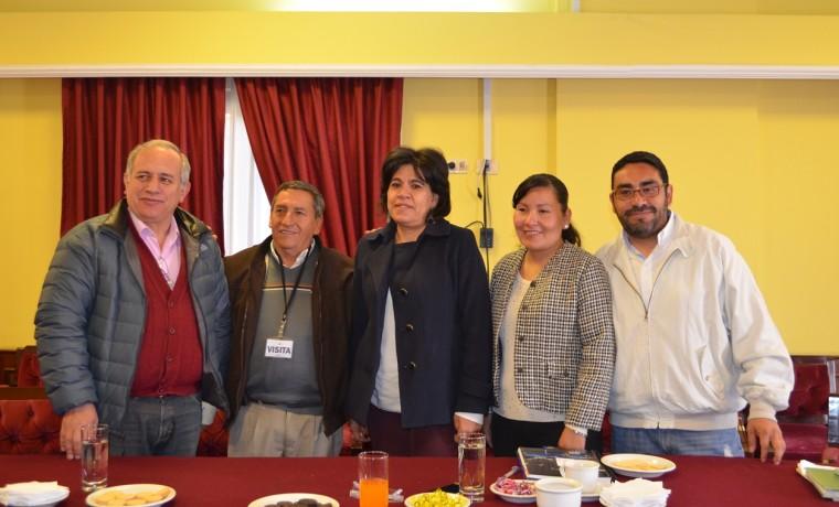 3. El Pdte. de la Asamblea del Gran Chaco, Carlos Rodríguez, con los vocales Uriona y Costas, la representante supraestatal Benita Díaz y el director jurídico de TSE, Fernando Ávila.