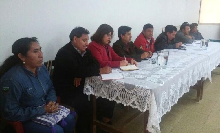4. Las autoridades del TSE, TED junto a los capitantes grandes y representantes de las seis zonas que componen Charagua.