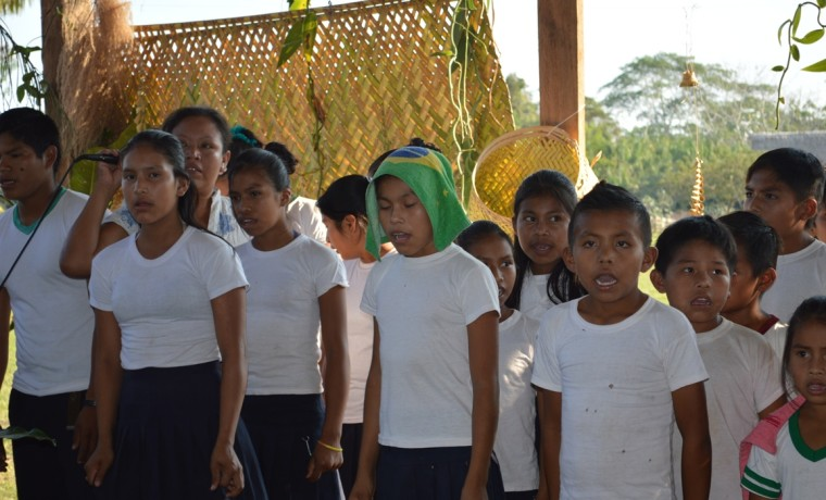 4. Los niños tambien participaron de la asamblea dando la bienvenida a las y los participantes.