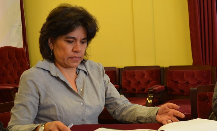 5. La presidenta del TSE, Katia Uriona, firma el convenio marco de cooperación con la ACOBOL.