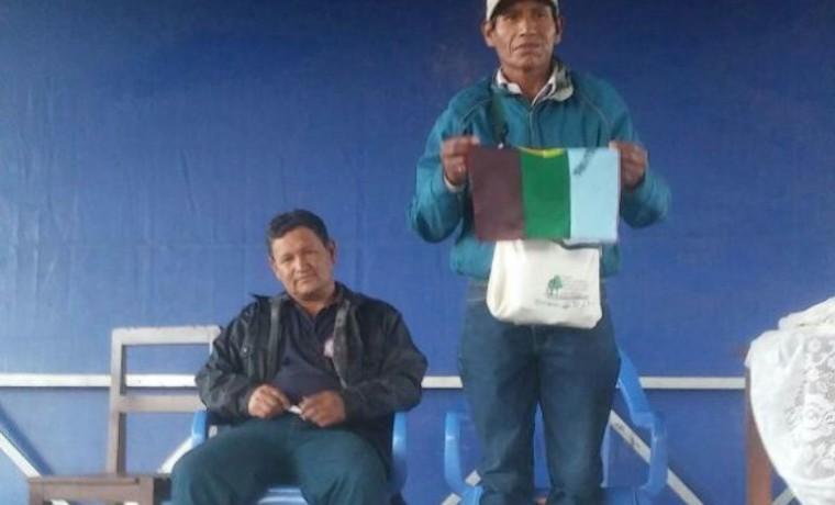 8. Los postulantes al Órgano Legislativo observan el proceso de elección.
