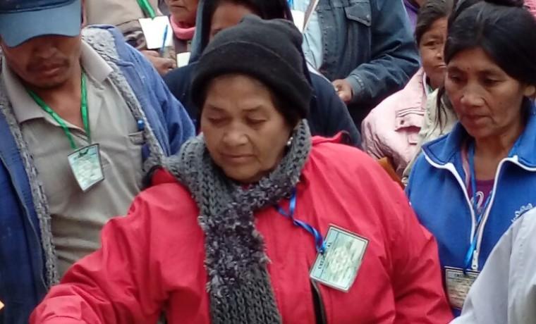 1. Mujeres delegadas emiten su voto.