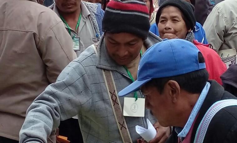 5. Delegados de las comunidades emiten su voto.