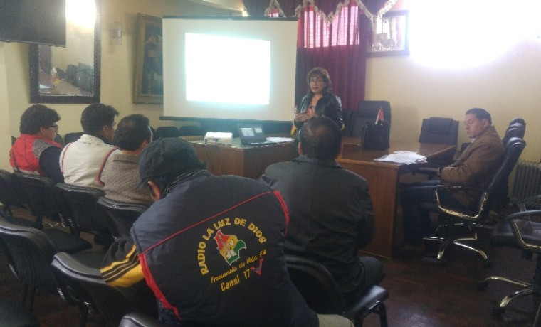 5-la-paz-periodistas-del-municipio-de-viacha-atienden-la-explicacion-de-la-vocal-mariela-perez