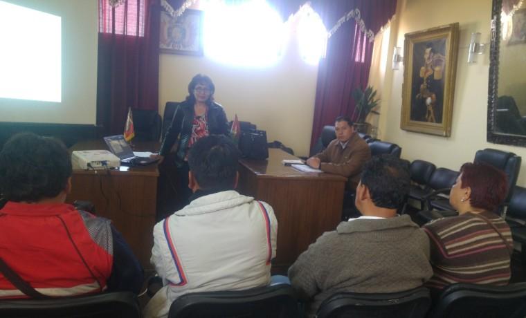 6-la-vocal-mariela-perez-explica-sobre-el-reglamento-de-propaganda-electoral-a-las-y-los-periodistas-del-municipio-de-viacha