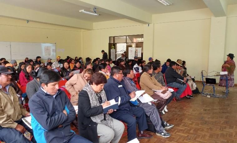 los-asistentes-del-seminario-consulta-a-la-vocal-del-tse-maria-eugenia-choque-_1