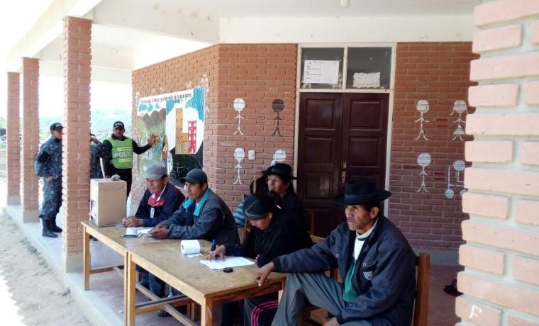 moj-jurados-electorales-en-el-recinto-de-mojocoya-a-esta-hora-se-ve-menor-participacion