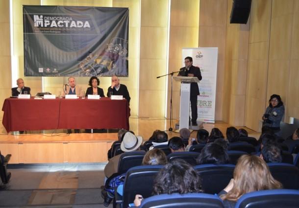 """Presentan libro """"Democracia (im)pactada"""" en Santa Cruz y Cochabamba"""