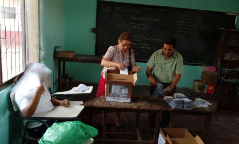charagua-pueblo-durante-el-conteo-de-votos-1
