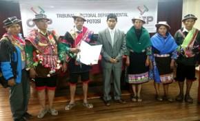 Ayllu Yura recibió el informe en quechua del acceso a su autonomía indígena