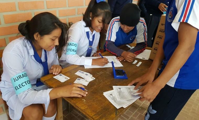 Elección en unidad educativa María Ayma Mamani.2