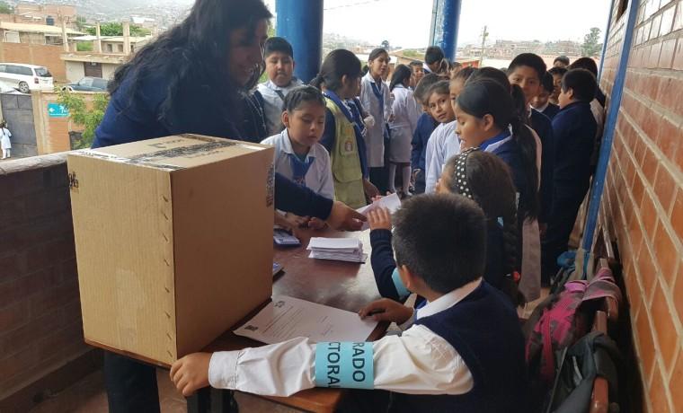 Elección en unidad educativa María Ayma Mamani.7