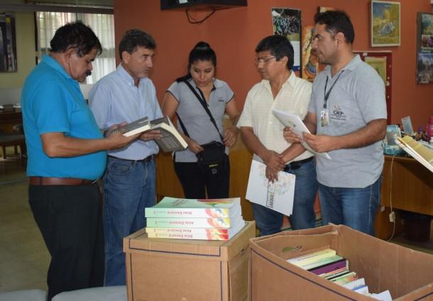 El TED Santa Cruz entregó material bibliográfico electoral a la Biblioteca Municipal y Archivo Departamental