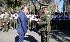 El Comando de la Policía entrega reconocimiento al presidente del TED Tarija, Gustavo Ávila