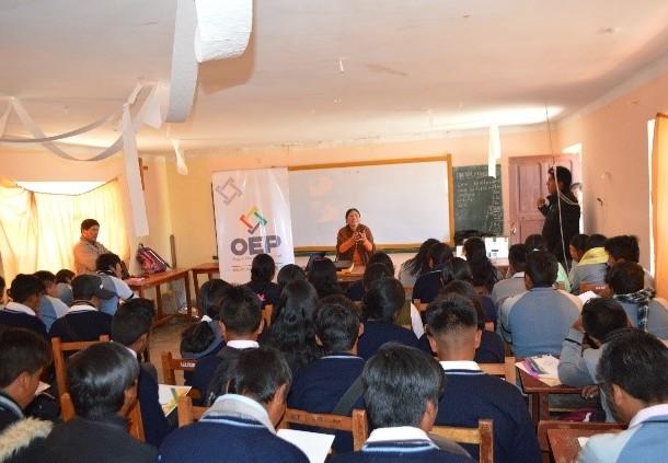 Más de mil estudiantes de seis municipios de La Paz se capacitaron en democracia intercultural y paritaria