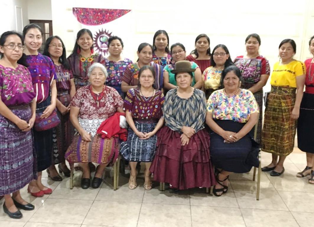 Taller del segundo día con mujeres de la asociación MOLOJ