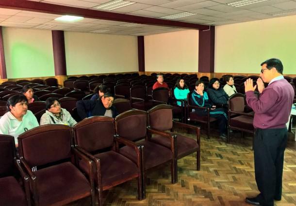 Maestros se capacitan para la conformación de gobiernos estudiantiles en Oruro