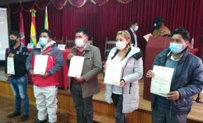 El TED Oruro entrega credenciales a las autoridades del Gobierno Autónomo Indígena Originario Campesino de Salinas