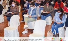 El TED Cochabamba inicia la capacitación presencial a 1.200 notarias y notarios electorales