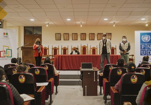 Chuquisaca: Notarios electorales refuerzan sus conocimientos en taller de capacitación