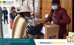 El OEP celebra el compromiso de la mujer en el fortalecimiento de la democracia boliviana