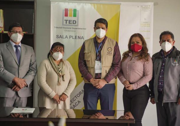 El TED Chuquisaca y observadores de la OEA coordinan actividades para la elección del domingo