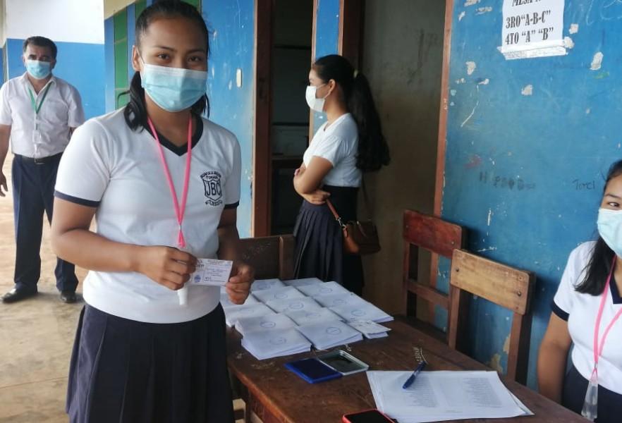 Eligen gobiernos estudiantiles en Santa Ana del Yacuma.