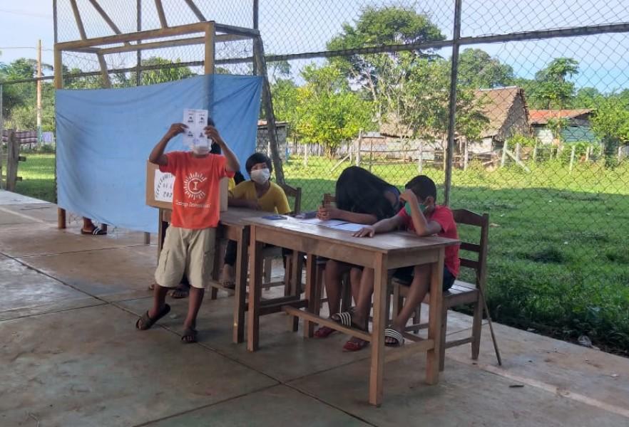 Votan en la unidad educativa 6 de Junio, Pando.