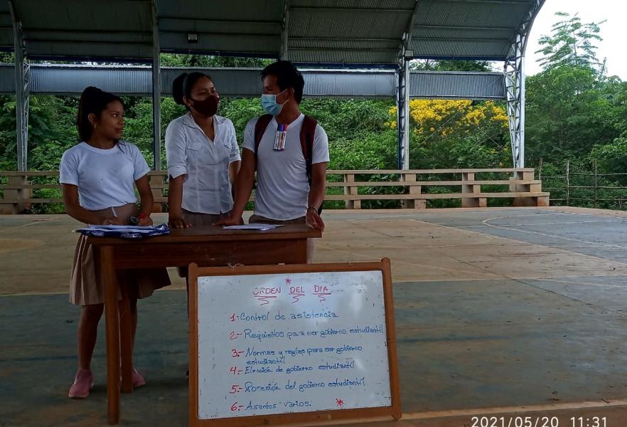 Elección estudiantil en la unidad educativa Juana Azurduy de El Sena, Pando.
