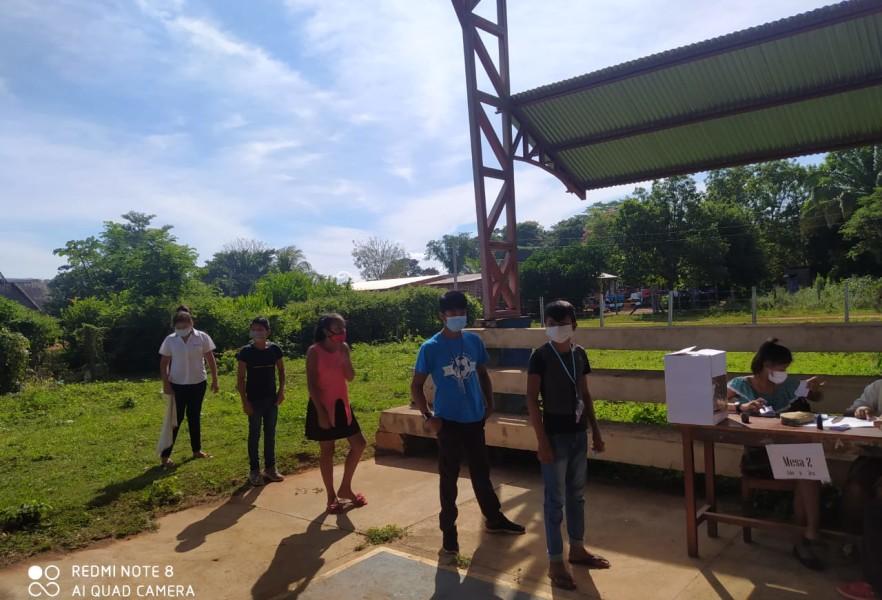 Los estudiantes votan en Bellavista, Beni.