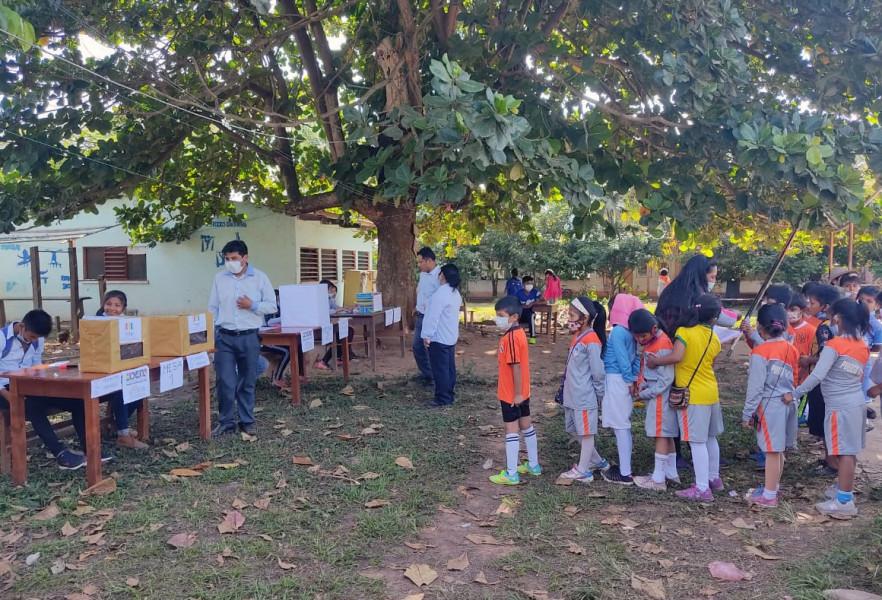 Estudiantes de todos los ciclos votaron en escuelas de Palos Blancos, La Paz