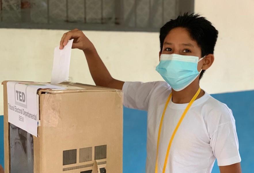Avanza la votación en unidades educativas de Magdalena, Beni.