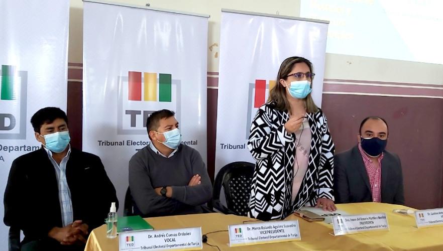 El TED Tarija evalúa y capacita a notarios electorales de Yacuiba
