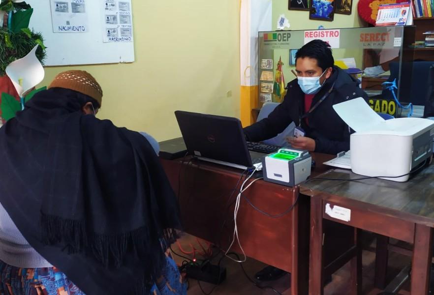 Campaña: vecinos de cinco zonas de El Alto se benefician con inscripciones, saneamientos y certificaciones del Serecí