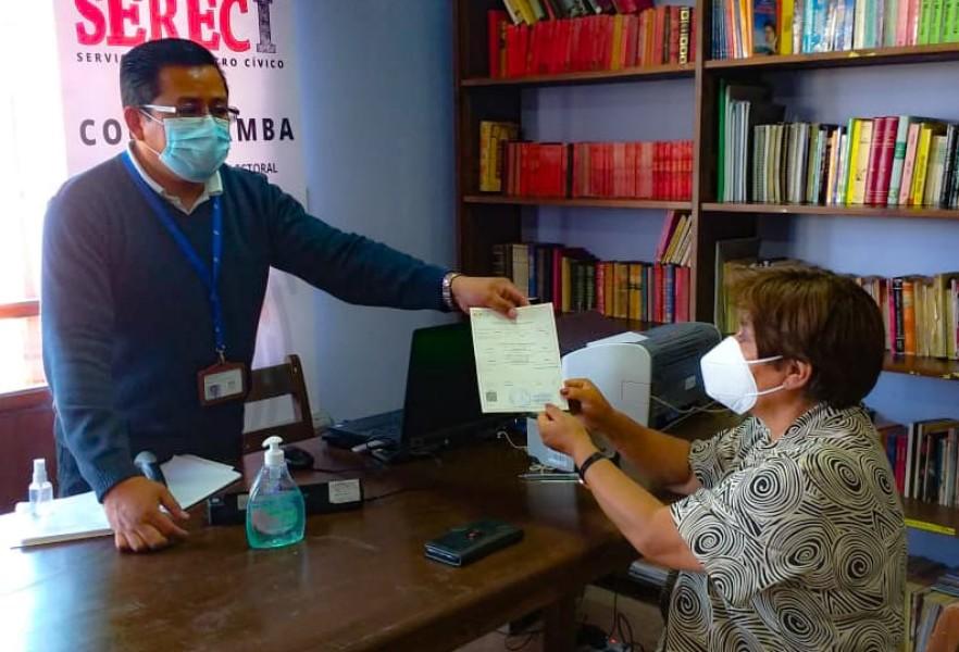 Pobladores de 10 municipios del valle alto de Cochabamba se benefician con una campaña de servicios registrales promovida por el OEP